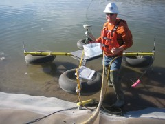 Floating geophysical array for Leak Location and Leak Detection.